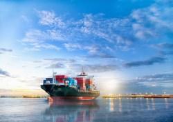Transport de Fret : Bateau avec conteneur